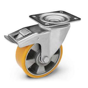 Zestaw kołowy skrętny z hamulcem KPM-ALPU 150K-HC z kołem z nalewanym bieżnikiem poliuretanowym. Nośność 500 kg / 150mm/ kulkowe